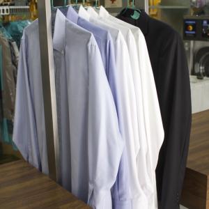 Limpiar un Traje o Vestido y 5 camisas en Valencia en tu Tintorería y Lavandería LavaExpres